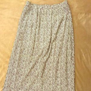 Old Navy white and black pattern skirt
